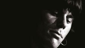Nuori kitaristi Jeff Beck lähikuvassa. Kuva dokumenttielokuvasta.