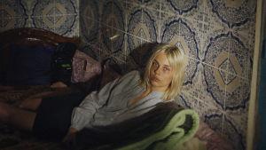 Dramatisoitu dokumenttielokuva suomalaisnaisesta, joka joutuu vapaudenriiston kohteeksi.