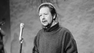 Lasse Pöysti i Yles studio år 1970.