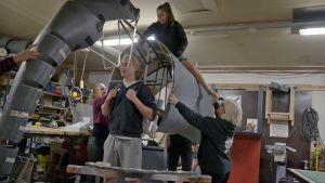 Norsua rakennetaan Sorin sirkuksen työpajalla