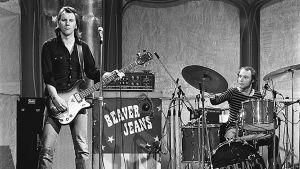 Hurriganes esiintyy ohjelmassa Plyysiä ja hyvää musiikkia (1975)