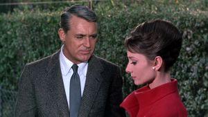 Cary Grant ja Audrey Hepburn elokuvassa Charade - Vaarallinen peli