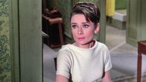 Audrey Hepburn elokuvassa Charade - Vaarallinen peli
