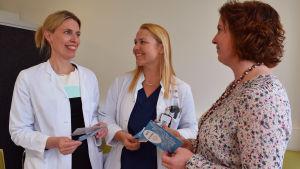 Katja Kero, Rauni Klami och Jenni Rautio, som jobbar på Seri-stödcentret.