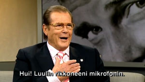 Roger Moore (2009).
