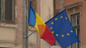 EU:s och Rumäniens flagga