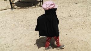 Barn måste skyddas från hetta, sol och damm i flyktingläger i Syrien