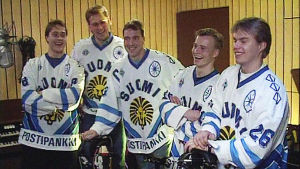 Teemu Selänne, Pasi Huura, Hannu Virta, Sakari Lindfros ja Esa Keskinen studiossa 1991.