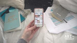 Kuva puhelimesta, jossa auki Instagram.