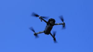 Drooni ilmassa.