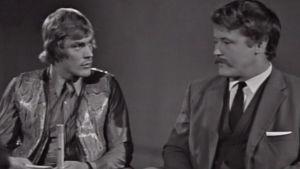 Pauli Nevala ja Jorma Kinnunen väittelevät urheilupomojen kanssa.