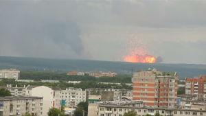 Bild från den ryska staden Krasnojarsk vid tidpunkten för en explosion i ett ammunistionslager.