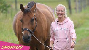 Stella Hagelstam och hästen Julia.