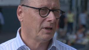 Närbild på Bert Nap som bor i De Wallen sedan 1977.