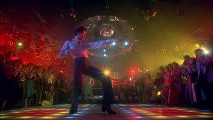 Tony Manero (John Travolta) tanssii diskosooloa elokuvassa Saturday Night Fever - Lauantai-illan huumaa