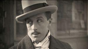 """Skådespelaren och äventyraren Carl von Haartman i filmen """"Högsta vinsten""""."""