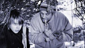 Jäjljet sulan reunalla -lastenkuunnelman näyttelijöitä talvisessa maisemassa