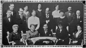 Viipurin musiikkiopiston opettajat yhteiskuvassa 1922.