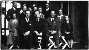 Viipurin musiikkiopistolaisia kevätretkellä Tanhuvaarassa 1932.