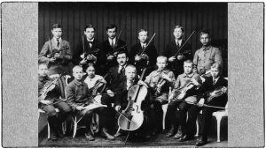Viipurin Musiikkikoulun orkesteri vuonna 1921.