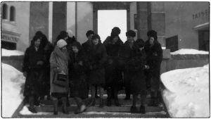 Viipurin Musiikkiopiston opettajat tutustumassa uuteen taidemuseoon keväällä 1931.