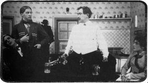 Eino Jurkka Viipurin Näyttämöllä huvinäytelmässä Housut 1920-luvulla.