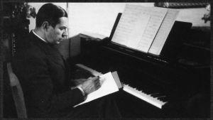 Felix Krohn säveltää.