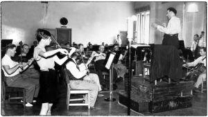 Heimo Haitto Radio-orkesterin solistina keväällä 1939, Boris Sirpo johtaa orkesteria..