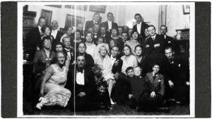 Helena Dobroumova ja Åke Elg häävieraineen 1927.