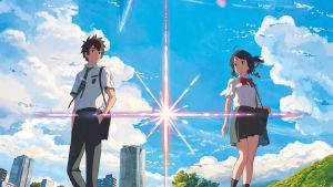 Taki ja Mitsuha, japanilaisen animaatioelokuvan Your name päähenkilöt, koulupuvuissaan. Kuva elokuvan julisteesta.