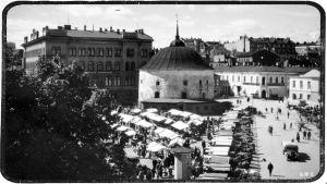 Viipurin Pyöreä torni ja kauppatori 1930-luvun lopulla.