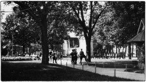 Espilän soittolava Torkkelin puistossa 1920-luvulla.