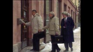 Ilkan miehet marssivat Pohjalaisen lehtitaloon