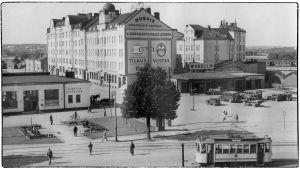 Viipurin aseman ympäristö, linja-autoasema ja Shell-huoltoasema 1930-luvun puolivälissä.