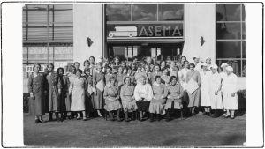 Ellen Karin omistaman Viipurin linja-autoaseman kahvila-ravintolan henkilökunta 1930-luvulla.
