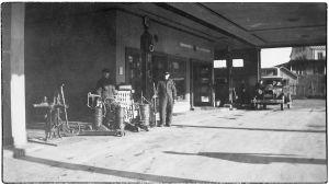Lähikuvassa Viipurin Shell-huoltoasema 1930-luvulla.