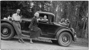 Matkalla Kolille noin 1934 Elias, Ellen ja Leo Kari sekä Greta ja Boris Sirob.
