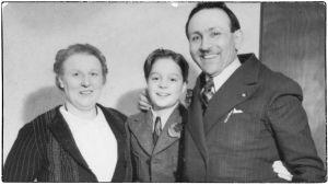 Heimo Haitto Greta ja Boris Sirpon seurassa keväällä 1939.