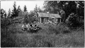 Heimo Haitto ja Boris Sirpo ja sukulaisia kesälomalla Ruotsissa kesällä 1939.