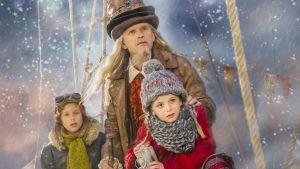 Karaktärer ur julkalendern Selmas Saga ombord ett luftskepp