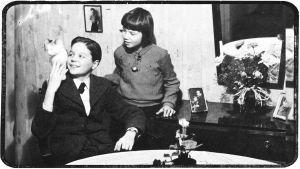 Heimo Haitto ja sisarensa Pirkko Turussa äidin luona keväällä 1940.
