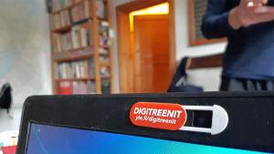 Kameransuojus kannettavassa tietokoneessa.