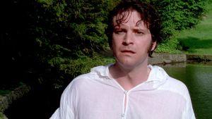 Mr. Darcy (Colin Firth) on tullut uimasta paita märkänä ja häkeltynyt kohdatessaan vieraita sarjassa Ylpeys ja ennakkoluulo