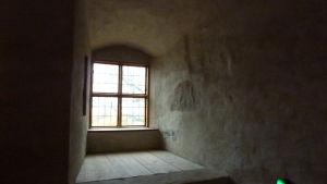 mörka vrån och fönster på Åbo slott.