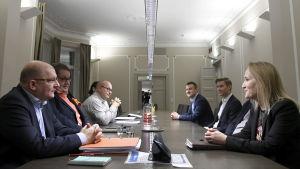 förhandlingar mellan teknologiindustrin och industrifacket.