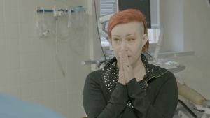 Jonna saa kuulla syöpäkontrollinsa tulokset.