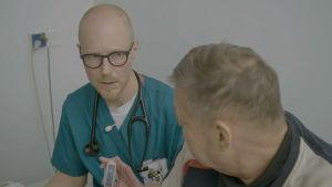 Akuuttilääkäri Jani Mononen työskentelee Peijaksen sairaalan päivystyksessä
