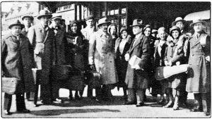 Viipurin kamariorkesteri Antwerpenissa 1932. Etualalla seisoo orkesterin johtaja Boris Sirpo ja konserttikiertueen solisti Bronislaw Huberman.
