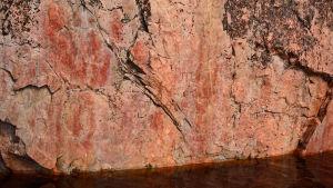 Värikallion kalliomaalauksia, Hossan kansallispuisto.