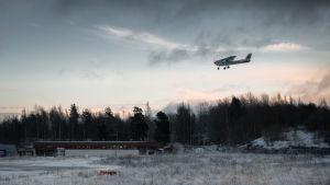 ett flyplan ute